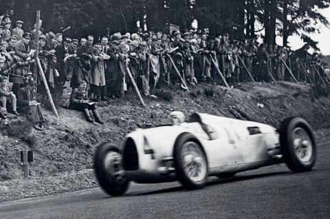 1936 - Salida de una carrera veloz: numerosos participantes olímpicos asisten a un vertiginoso combate en un circuito ligeramente modificado.