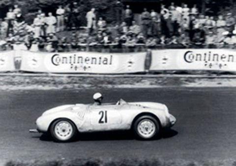 1956 - Pequeño y manejable: el 550 A Spyder se adapta a la perfección al circuito de suaves colinas de la región del Eifel.