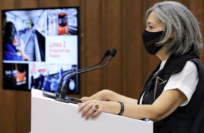 Fotografía cedida este lunes por el Gobierno de la Ciudad de México donde aparece la directora del Sistema de Transporte Colectivo (METRO), Florencia Serranía, durante una conferencia de prensa el 7 de febrero de 2021, en Ciudad de México (México). EFE/ G