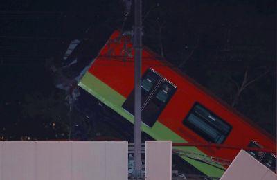 Fotografía de unos de los vagones tras el colapso del metro la noche de ayer, en la Ciudad de México