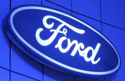 Vista del logotipo del fabricante estadounidense Ford.