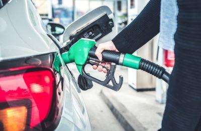 Cargando gasolina