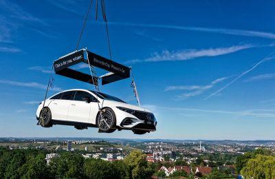 El nuevo EQS sobrevuela Stuttgart