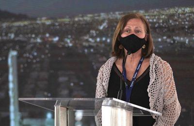 a Secretaria de Economía, Tatiana Clouthier, habla durante una rueda de prensa en Ciudad Juárez, estado de Chihuahua (México). EFE/ Luis Torres/Archivo