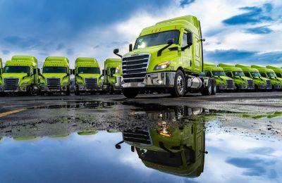 Daimler Trucks México y Zapata Camiones Aeropuerto, entregan 30 unidades Cascadia a Auto Express Frontera Norte